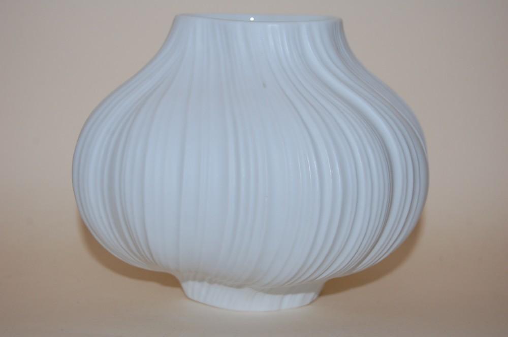 vase 12cm martin freyer op art biskuit matt weiss relief. Black Bedroom Furniture Sets. Home Design Ideas